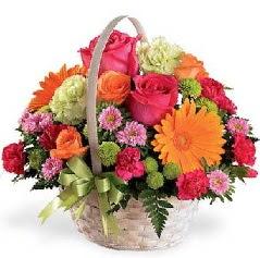 Sepet içerisinde karışık mevsim çiçekleri çiçek siparişi sitesi