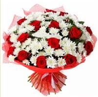 11 adet kırmızı gül ve beyaz kır çiçeği  Polatlı internetten çiçek satışı