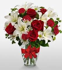 Eşsiz vazo tanzimi güller kazablankalar  Ankara Polatlı online çiçek gönderme sipariş