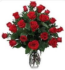 çiçek siparişi sitesi  24 adet kırmızı gülden vazo tanzimi