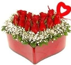 Kalp içerisinde 9 kırmızı gül kalp çubuk  internetten çiçek siparişi
