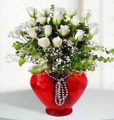 cam kalp içerisinde 12 adet beyaz gül  Ankara Polatlı online çiçek gönderme sipariş