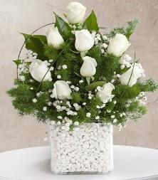 9 beyaz gül vazosu  Polatlı çiçek satışı