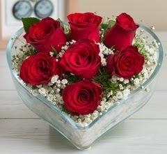 Kalp içerisinde 7 adet kırmızı gül  Polatlı çiçek gönderme sitemiz güvenlidir
