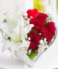 1 kazablanka 5 kırmızı gül kalpte  internetten çiçek siparişi