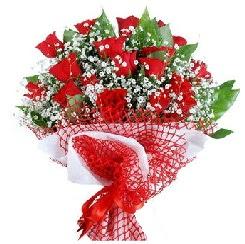 11 kırmızı gülden buket  14 şubat sevgililer günü çiçek