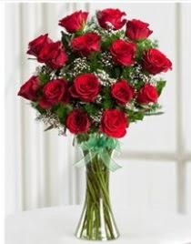 Cam vazo içerisinde 11 kırmızı gül vazosu  Polatlı anneler günü çiçek yolla