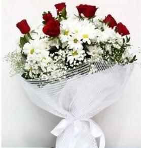 9 adet kırmızı gül ve papatyalar buketi  internetten çiçek siparişi