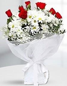 7 kırmızı gül ve papatyalar buketi  Polatlı internetten çiçek satışı
