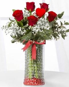 5 adet kırmızı gül kalp çubuk cam vazoda  Polatlı çiçek gönderme sitemiz güvenlidir