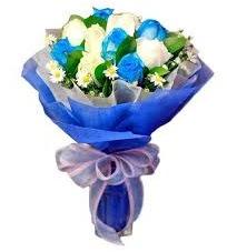5 mavi gül 6 beyaz gülden buket  Polatlı anneler günü çiçek yolla