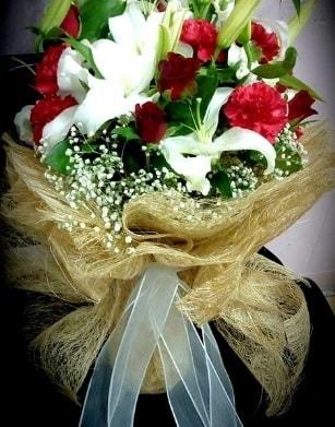 Kız isteme buketi 11 gül 3 dal kazablanka  Polatlıya çiçek Ankara çiçekçi telefonları