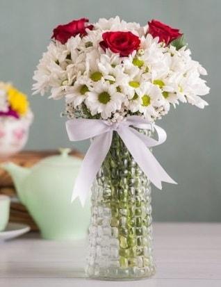 Papatya Ve Güllerin Uyumu camda  Polatlı çiçek gönderme sitemiz güvenlidir