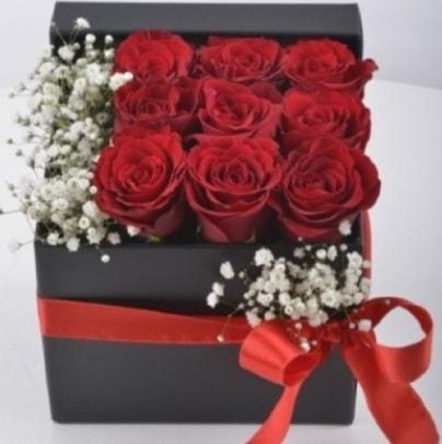 Kutu içerisinde 9 adet kırmızı gül çiçek siparişi sitesi