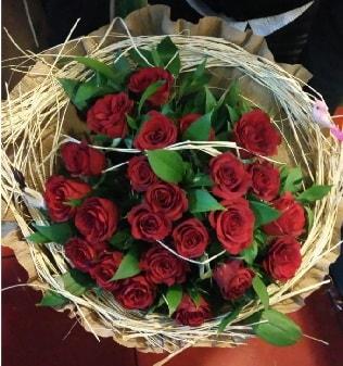 Kuş yuvalı kız isteme buketi 21 adet gül  internetten çiçek siparişi