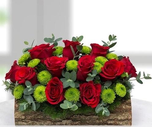 Silindir kütükte 11 kırmızı gül ve krizantem  Polatlı internetten çiçek satışı