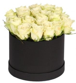 19 adet beyaz gülden görsel kutu çiçeği çiçek siparişi sitesi