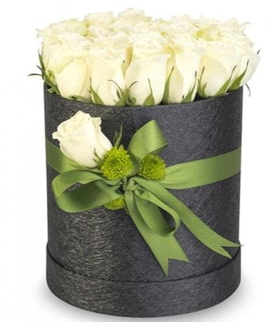 27 adet beyaz gülden görsel kutu çiçeği  Polatlıdaki çiçekçiler