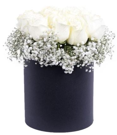 Özel kutuda özel 15 beyaz gül aranjmanı  Polatlıya çiçek Ankara çiçekçi telefonları