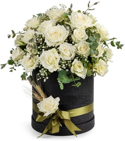 Kutu içerisinde 33 adet kırmızı gül tanzimi  Polatlıya çiçek çiçek mağazası , çiçekçi adresleri